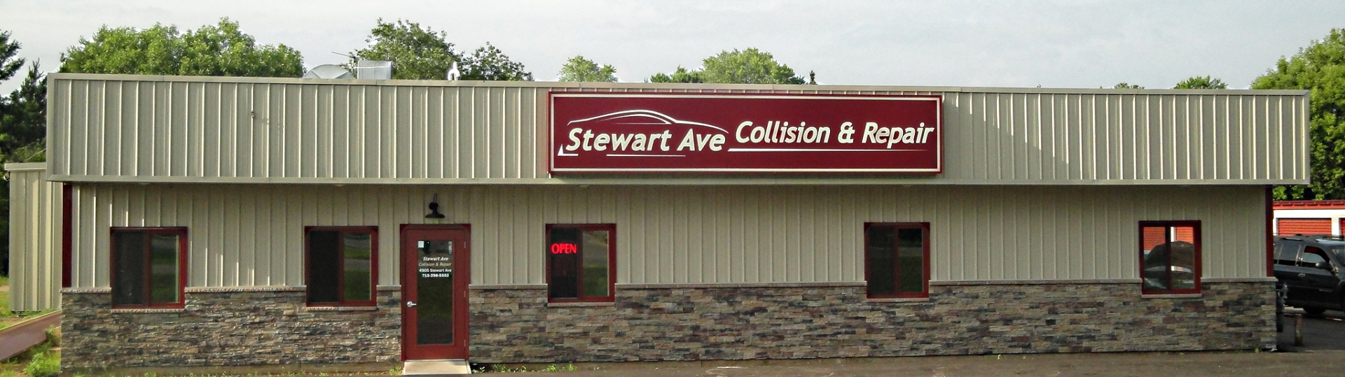 Stewart Ave Collision & Repair Building Front